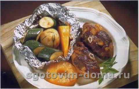 Котлеты гриль из мяса ягненка с овощами