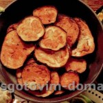 Пряные кружки баклажана жареные на сковороде