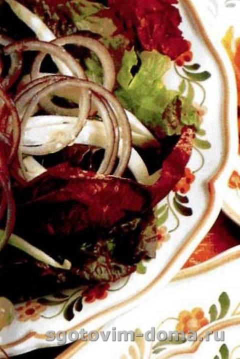 salat_iz_krasnyh_salatnyh_listev_1.jpg