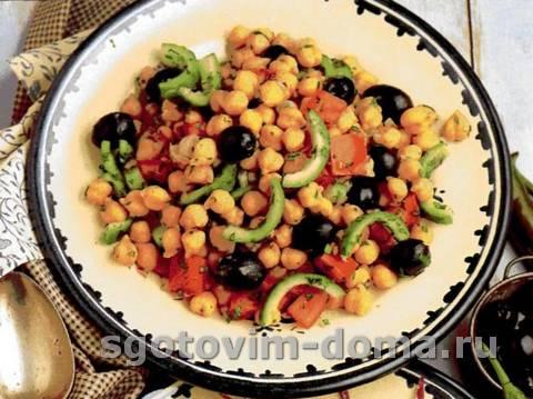 salat_iz_nuta_i_maslin_1.jpg