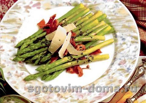 Салат из спаржи и пармской ветчины