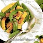 Салат из стручкового горошка с кунжутом