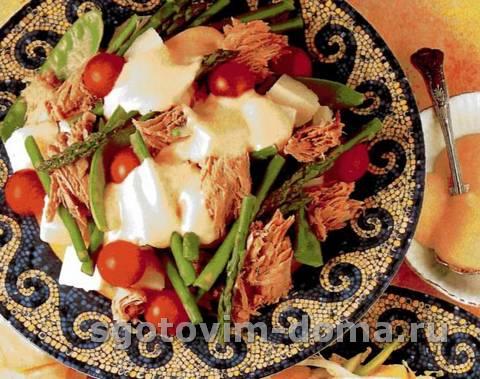 Салат из тунца с чесночным майонезом