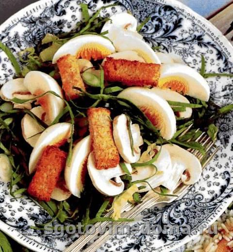 Салат из яиц со шпинатом и сухариками