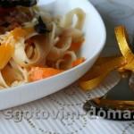 Салат с ананасами из курицы с карри