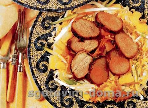 Салат с кисло-сладкой свининой
