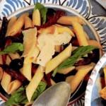Салат с макаронами и высушенными на солнце помидорами