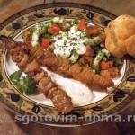 Шашлык из мяса ягненка с тахинным соусом