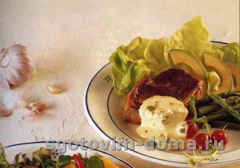 Стейки из филея с соусом беарнез с хреном
