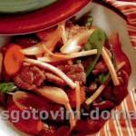 Свинина с черносливом и овощами