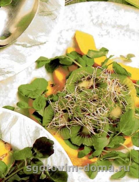 Тропический салат с побегами люцерны