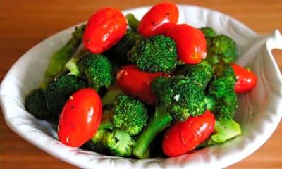 brokkoli_s_zharenymi_pomidorami_1