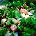 Салат с креветками, авокадо и моцареллой