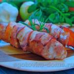 Колбаса в сыре рокфор с беконом на гриле