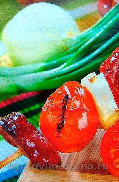 Шампуры колбасно-ананасовые с беконом
