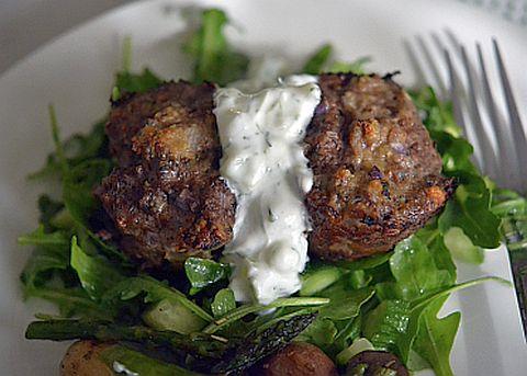 Котлеты по-гречески с соусом цацики